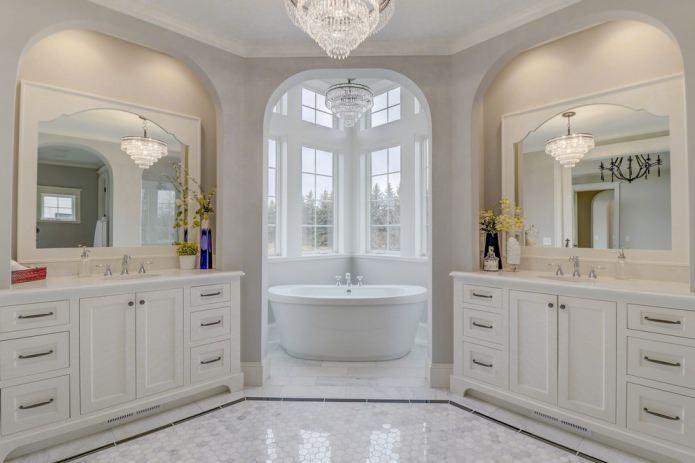 Salle de bain à l'américaine dans la maison