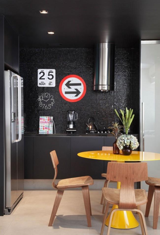 Une règle généralement acceptée à retenir lors de la planification de la salle à manger : il doit y avoir au moins 80 cm d'espace libre depuis le bord de la table afin de pouvoir déplacer les chaises librement en s'asseyant ou en se levant de la table