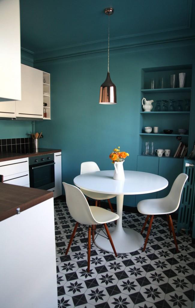 Le secret d'une utilisation efficace de l'espace en salle à manger : une table à manger ronde est toujours plus compacte qu'une table carrée ou rectangulaire pour le même nombre de personnes