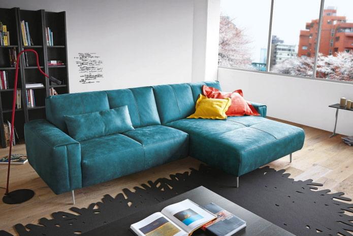canapé avec revêtement en cuir turquoise à l'intérieur