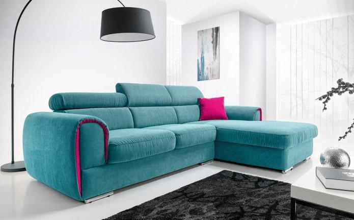 canapé d'angle turquoise à l'intérieur