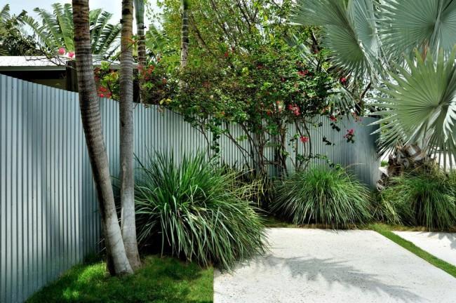 Le matériau de la clôture en carton ondulé peut être facilement remplacé en cas de dommages mécaniques