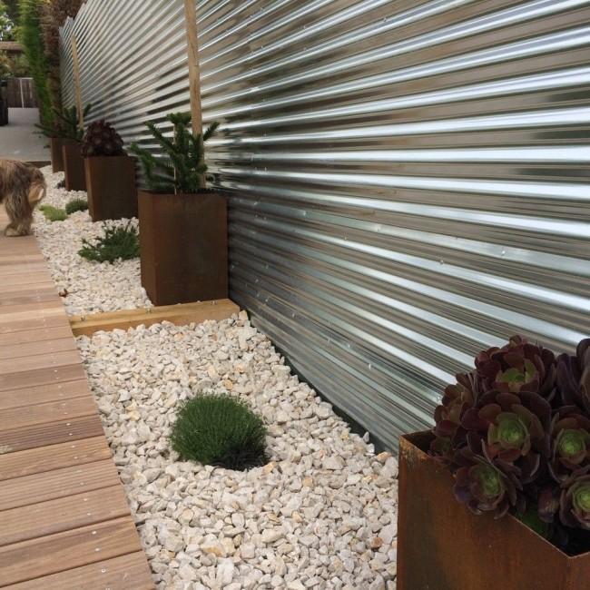 La clôture en carton ondulé présente de nombreux avantages