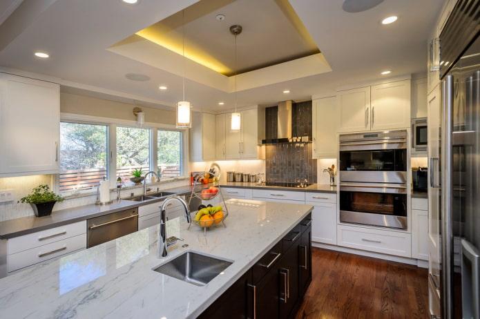 construction de plaques de plâtre à deux niveaux dans la cuisine
