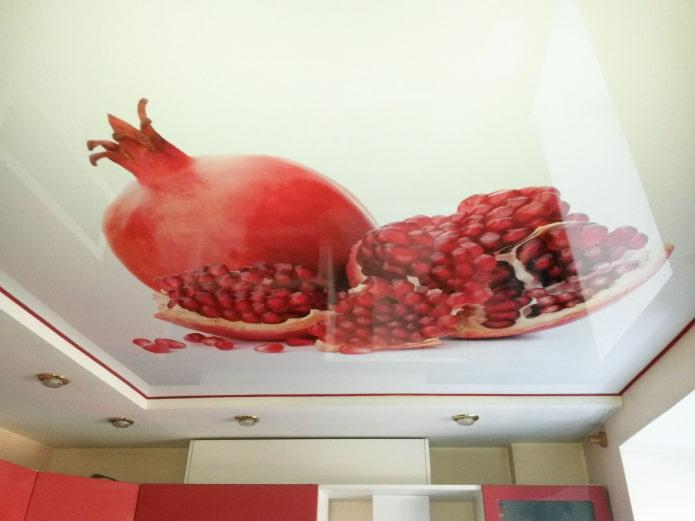conception à deux niveaux avec impression photo dans la cuisine