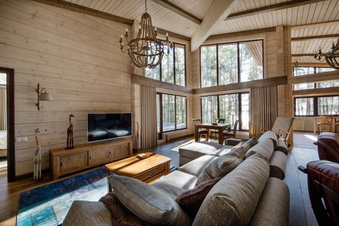 salon avec fenêtres panoramiques