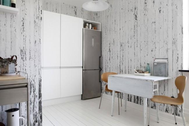 Papier peint lavable original sous l'ancienne planche pour la cuisine