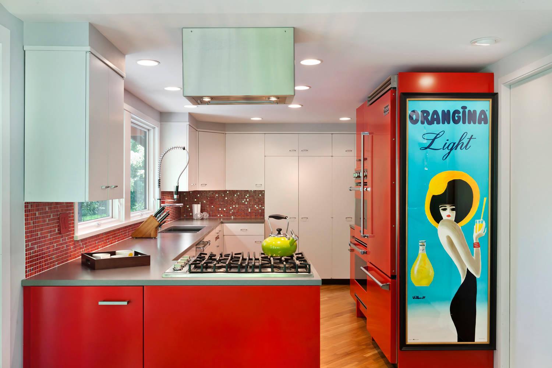 Les nuances rouges dans la cuisine conviennent aux personnes énergiques