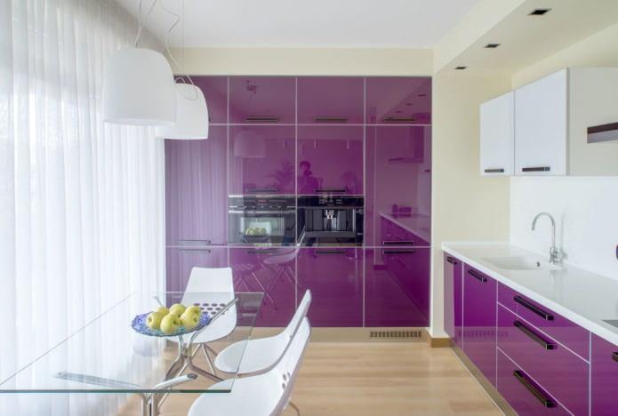 design de cuisine dans les tons beige et violet