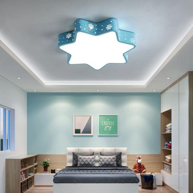 Choisissez un lustre pour un plafond tendu, en fonction du style général de l'intérieur