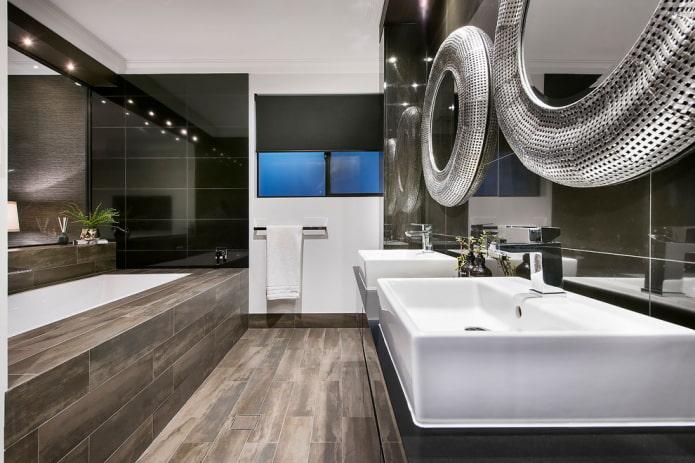 paravent de salle de bain avec carrelage effet bois à l'intérieur de la salle de bain