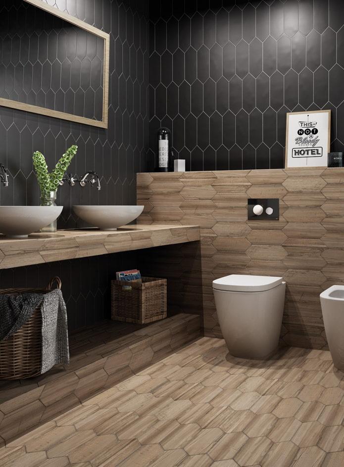 carrelage effet bois à l'intérieur de la salle de bain
