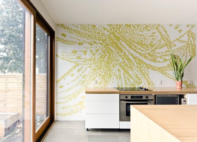 Mosaïque à grande échelle sur le mur de la cuisine dans le style Art Nouveau.  Le processus de pose est laborieux, plutôt