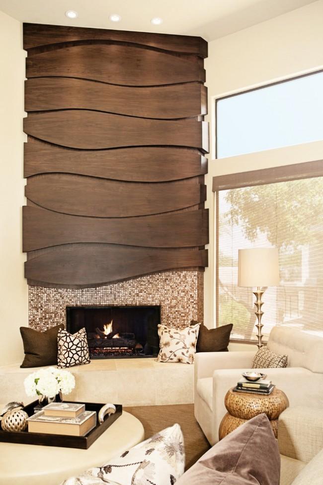 Une combinaison intéressante de mosaïque de verre et de bois dans le décor de la cheminée