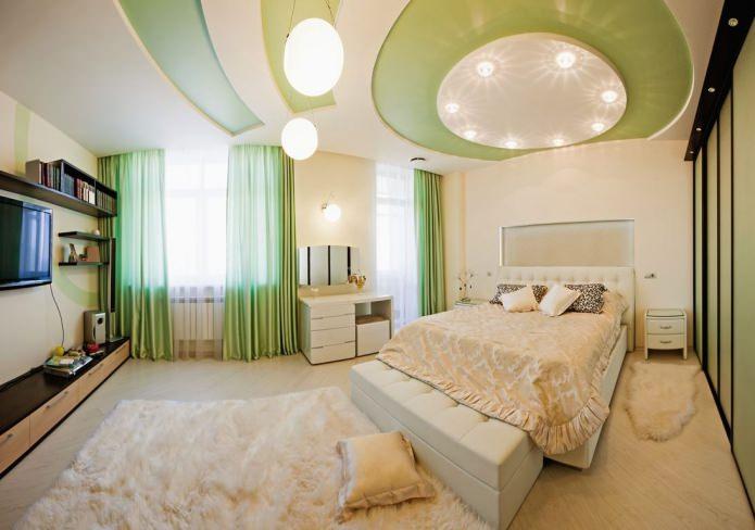 plafond tendu à deux niveaux dans la chambre en blanc et vert