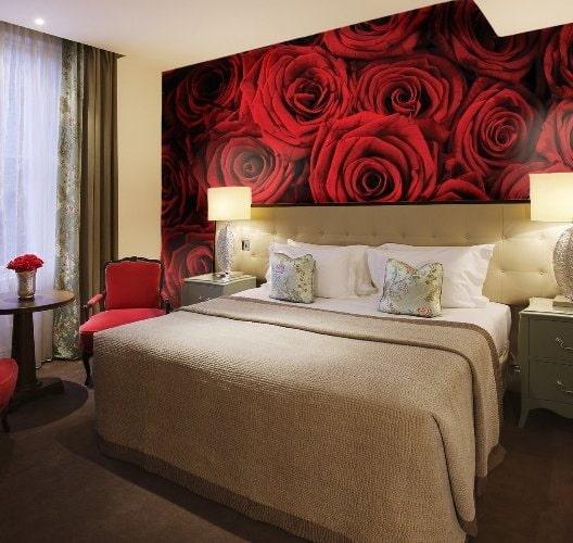 papier peint photo avec des roses à l'intérieur