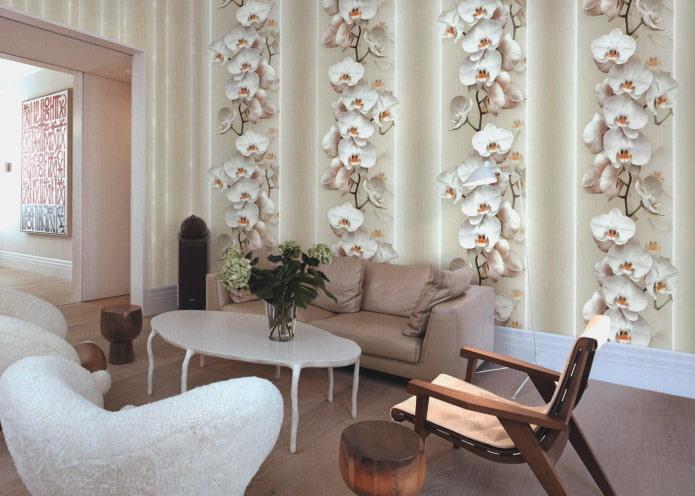 papier peint avec des orchidées à l'intérieur du salon