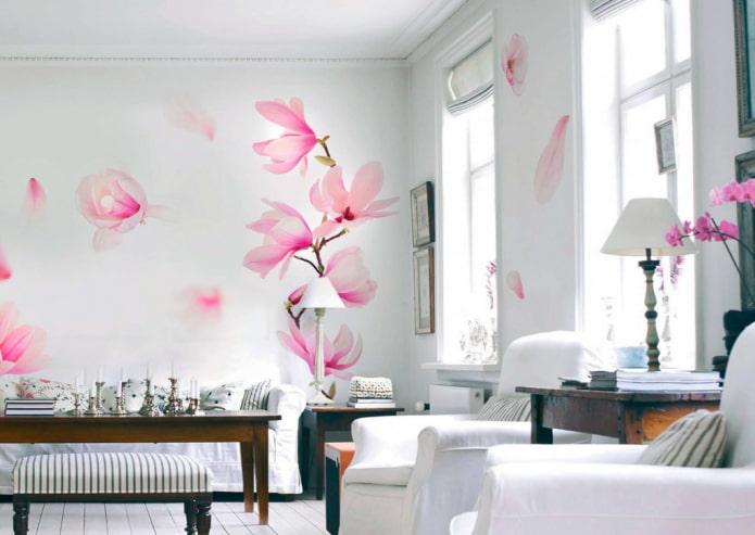 papier peint avec magnolia dans le salon
