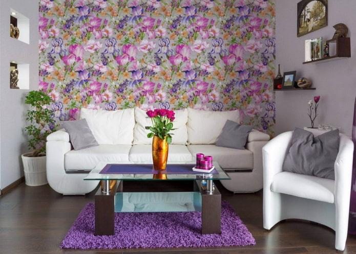 papier peint avec des iris à l'intérieur du salon