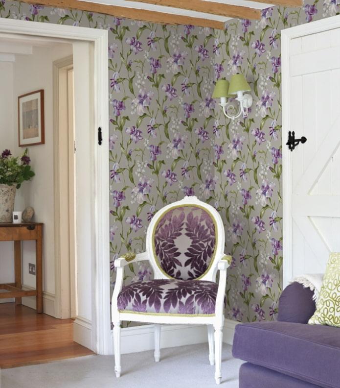 papier peint avec des iris à l'intérieur