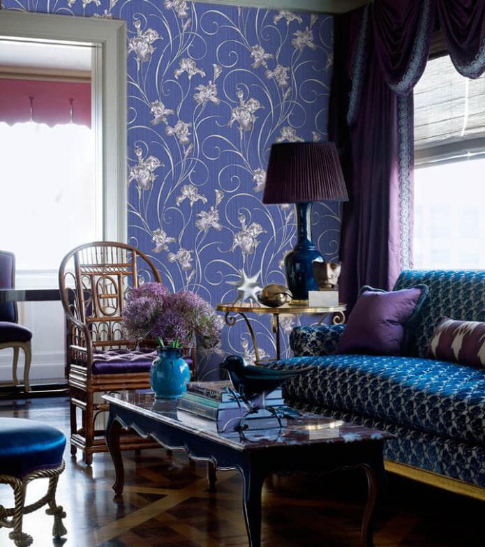 papier peint avec des iris dans le salon