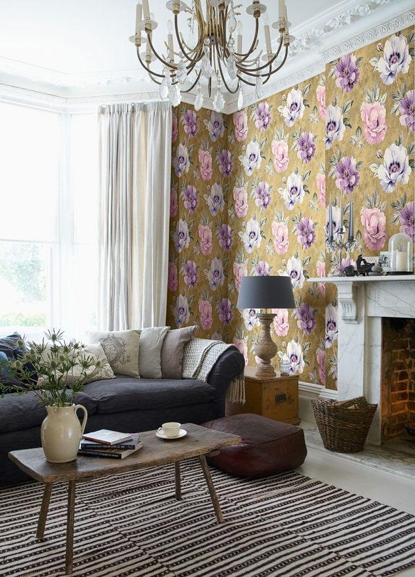 papier peint dans une grande fleur dans le salon