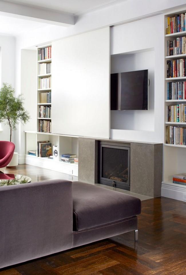 Les livres, la télévision et l'équipement audio peuvent être placés dans un mur compact avec de nombreuses étagères