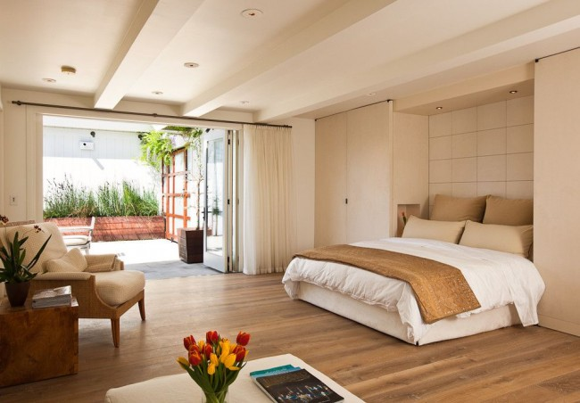 Une autre option pour un lit pliant qui se cache dans une niche