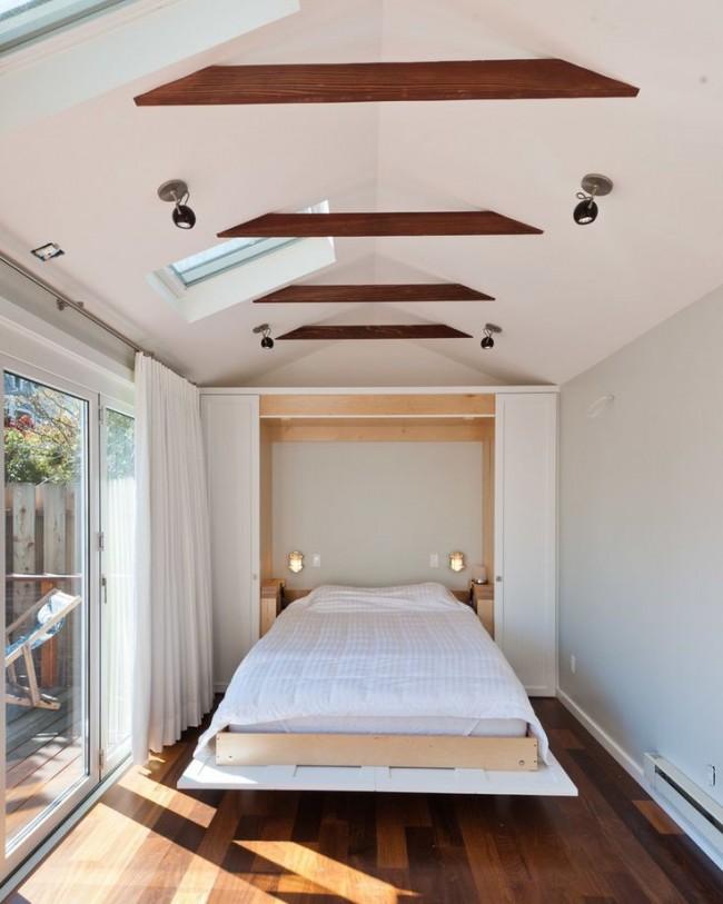 Un lit pliant qui se transforme en armoire est une solution pratique pour les pièces étroites