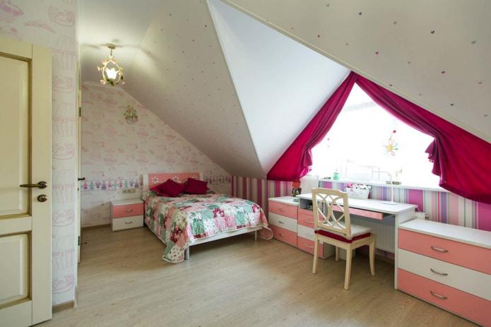 papier peint compagnon dans une palette claire avec des accents roses