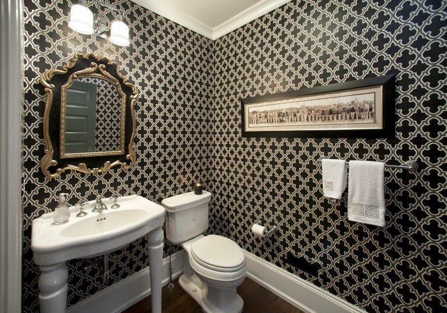 Une conception de salle de bain de haute qualité utilisant du papier peint sera moins chère que d'utiliser des carreaux