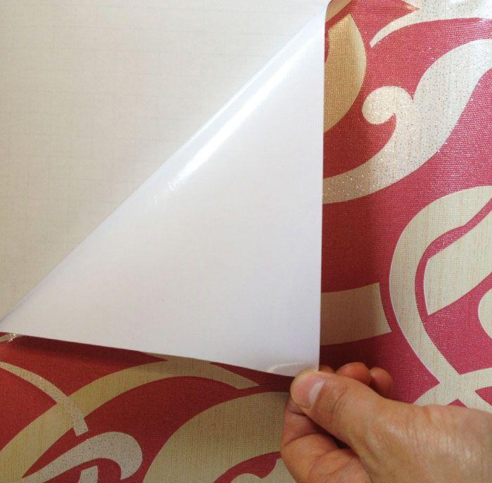 L'une des options de couleur pour le papier peint autocollant