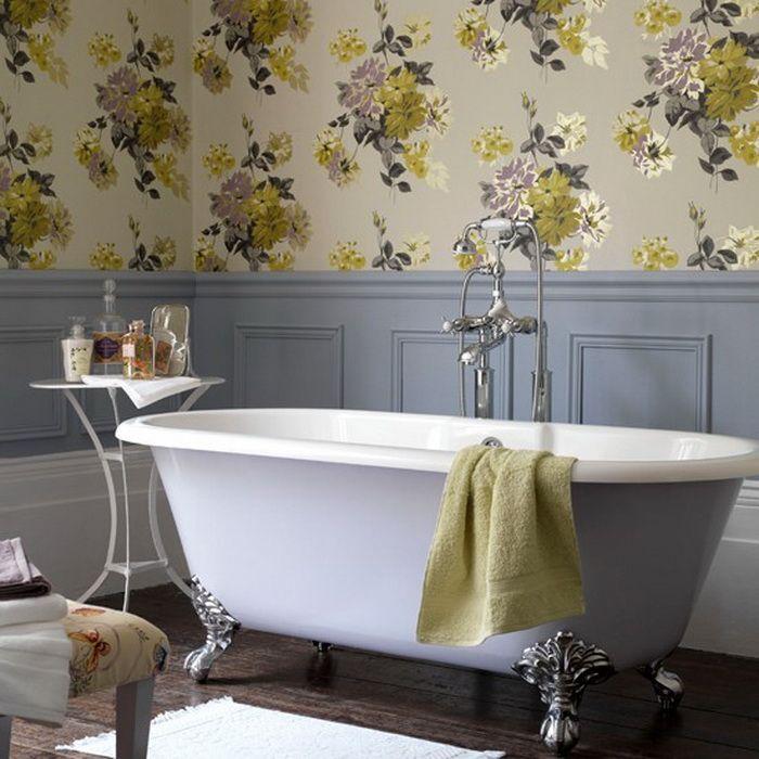 La possibilité d'utiliser du papier peint dans la salle de bain vous permet d'élargir considérablement la gamme d'idées de design