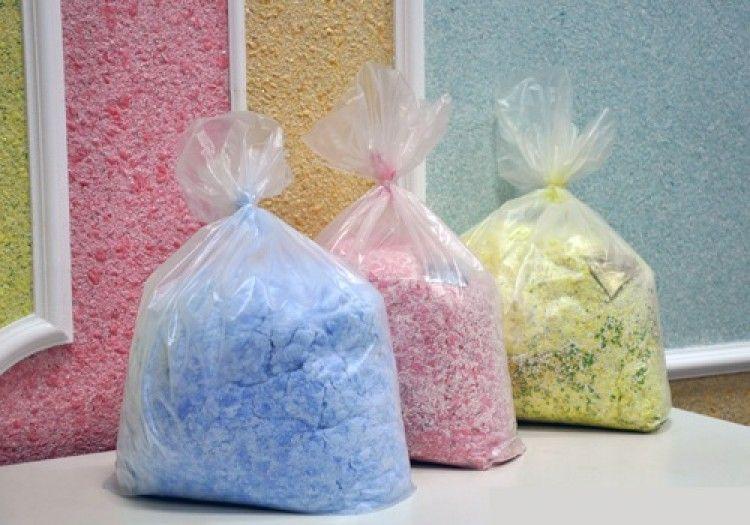 Le papier peint liquide est vendu sous forme de mélange sec