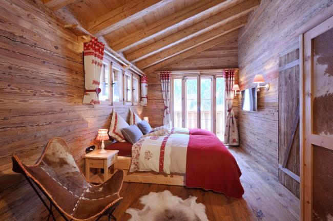 L'agréable odeur caractéristique du bois flottera longtemps dans votre chambre