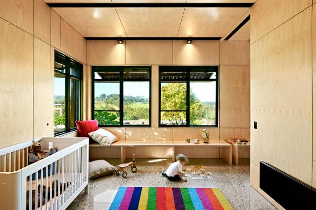 Réchauffer une chambre d'enfant avec des panneaux de bois