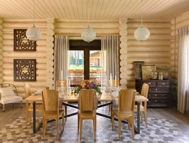 La décoration murale en bois sera le meilleur moyen d'économiser la chaleur dans les maisons situées dans des conditions climatiques difficiles.