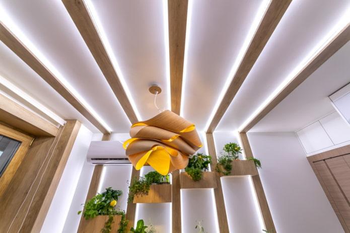 plafond flottant avec poutres