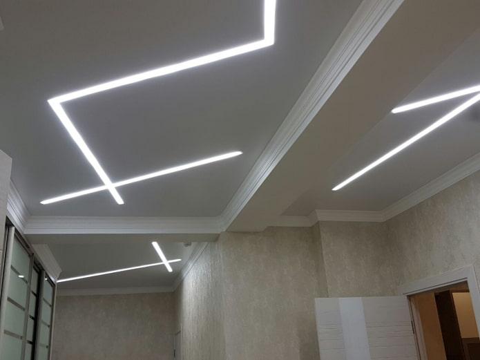 structure de plafond avec des lignes flottantes