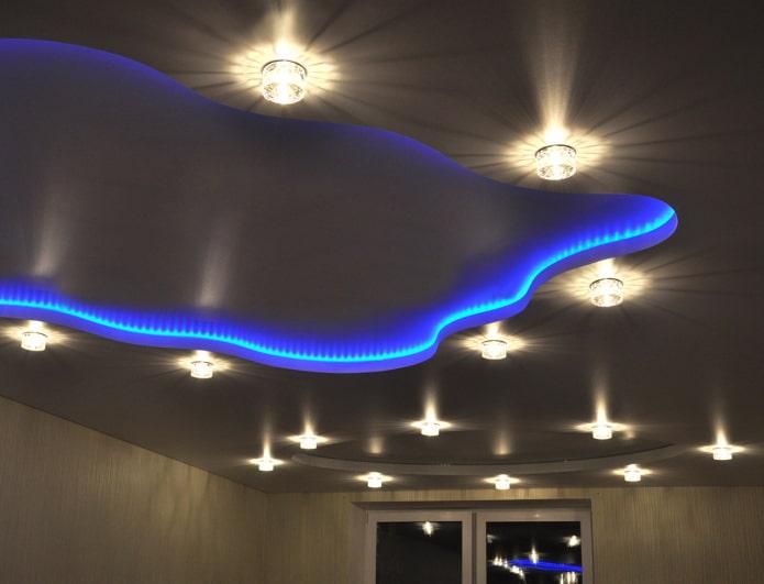 design flottant avec éclairage ponctuel