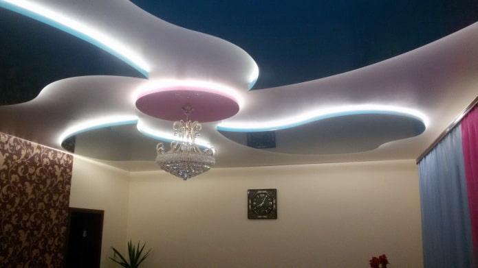 structure de plafond flottant avec lustre