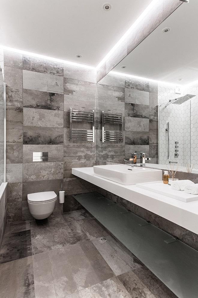 structure flottante dans la salle de bain