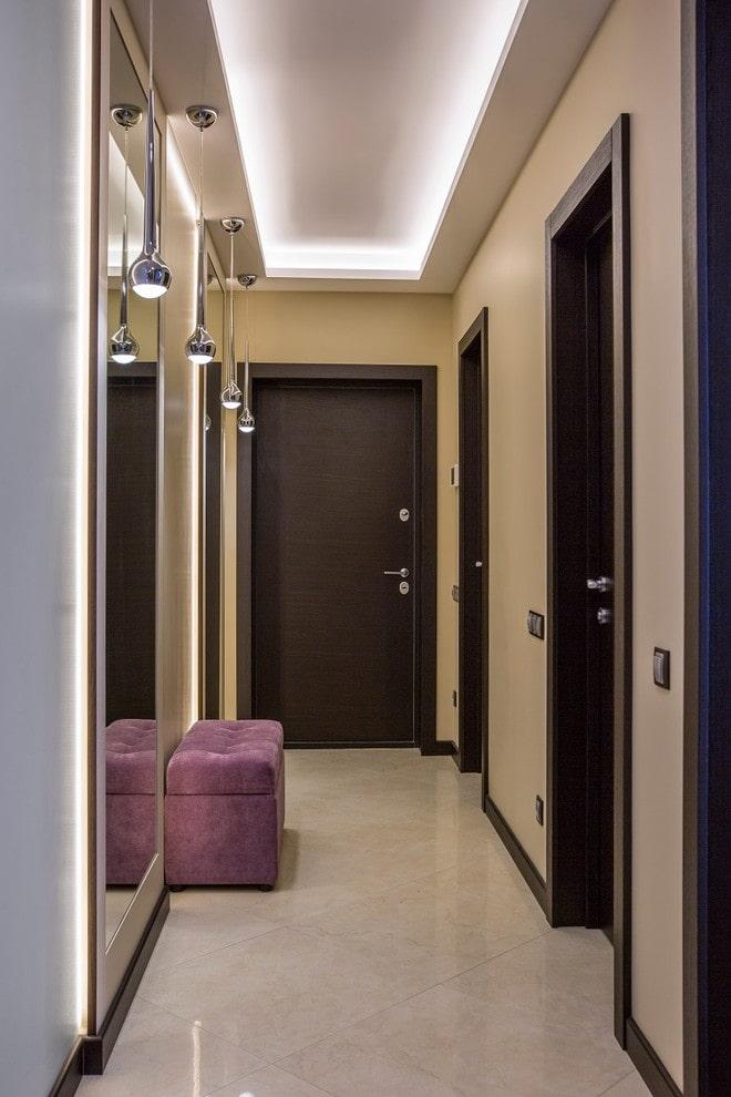 structure flottante à l'intérieur du couloir