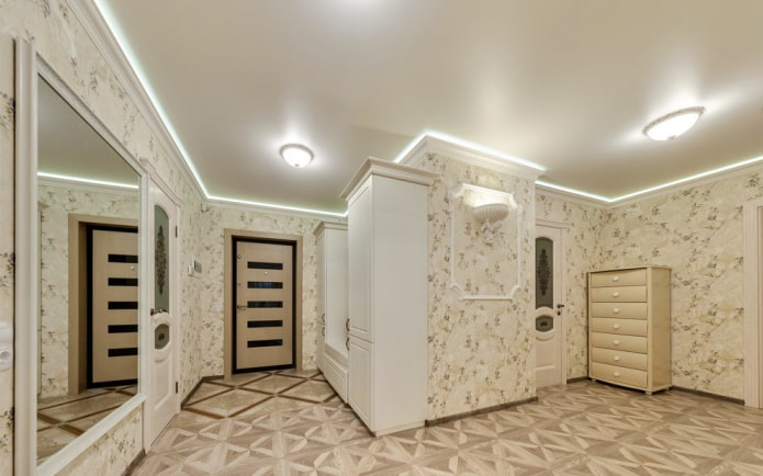 structure de plafond à un niveau dans le couloir