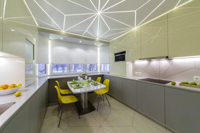 haut plafond dans la cuisine