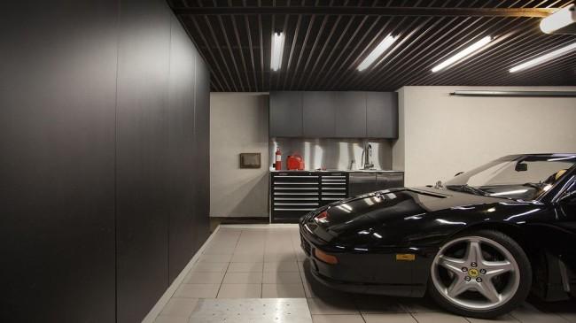 Garage élégant avec décoration murale en panneaux MDF
