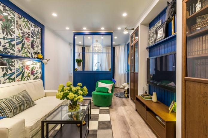 Salon avec écran bleu