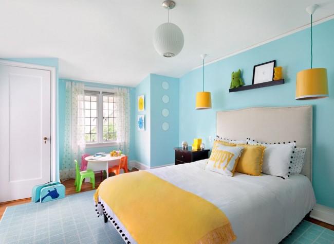 La peinture à l'eau donnera l'effet de la blancheur la plus pure à votre plafond