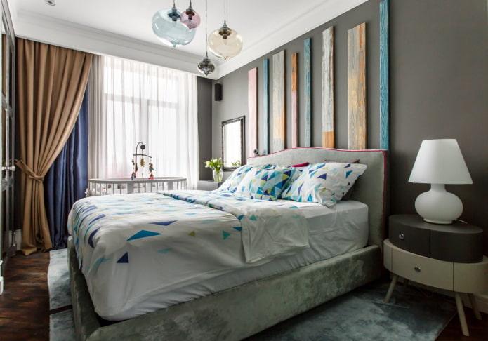 Tête de lit décorée de planches