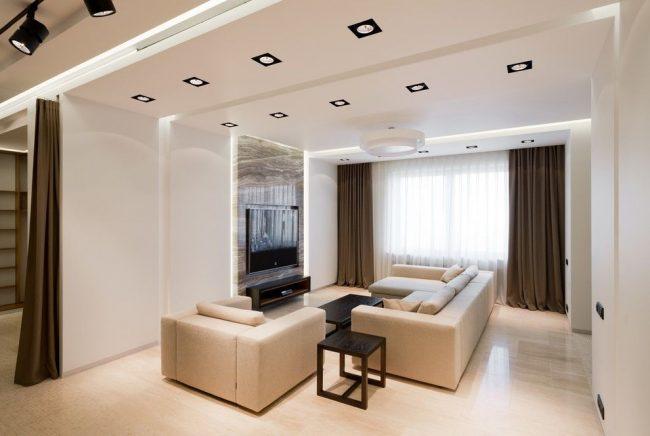 Le zonage avec des rideaux vous permet d'en faire plusieurs plus fonctionnels à partir d'une grande pièce